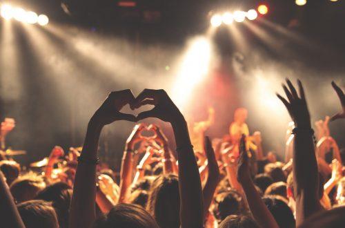 koncert og hænder